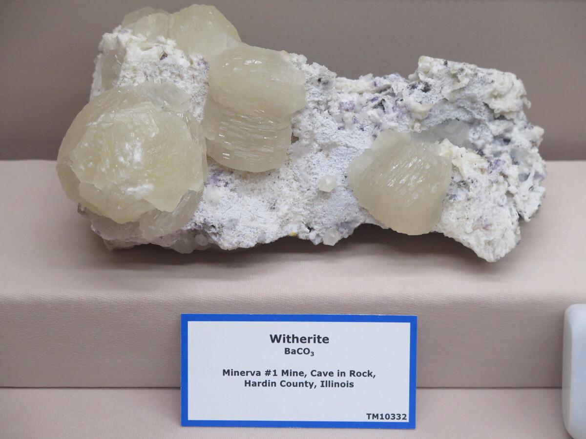 витерит минерал фото этом разные слои